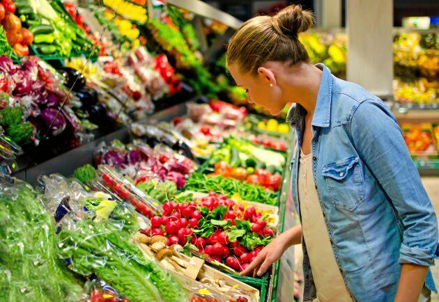 Den som vill äta klimatsmart bör också titta på från vilket land grönsakerna och frukten i livsmedelsdisken är importerade.