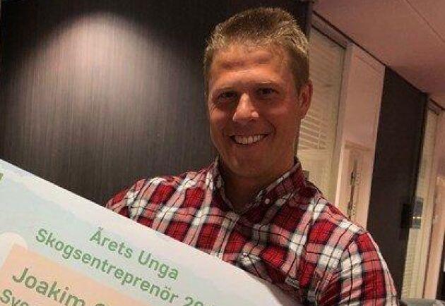 Joakim Gustafsson är Årets unga skogsentreprenör. Priset är 50 000 kronor och delas ut av Gröna arbetsgivare.