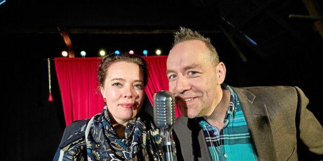 Linda och Hans-Åke byggde om höloftet till teater - och lockar storpublik!