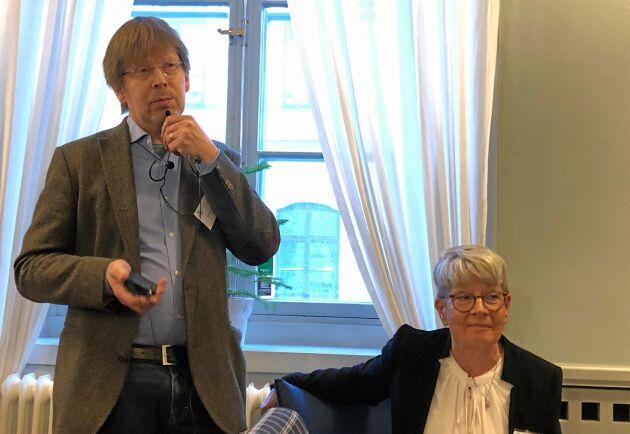 Tomas Lundmark och Monika Stridsman drog med sin rapport igång diskussionen om nya definitioner på skogliga begrepp.