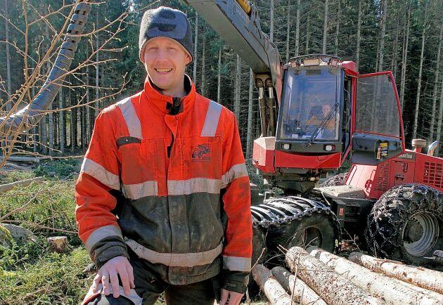 Marcus Johansson, som driver MJN Skogsentreprenad, tror att fler enkelskift inom skogsbruket är rätt väg att gå.