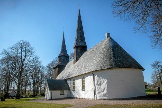 Tage Brolin har byggt upp Ledsjö kyrka igen efter den stora branden. Det är hans största uppdrag hittills.