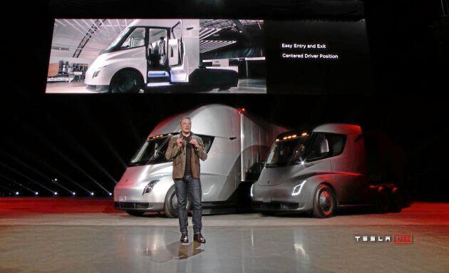Enligt Teslas grundare Elon Musk ska lastbilen kunna köra så långt som 80 mil på en laddning.