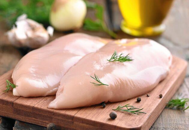 Skölj inte kyckling med vatten eftersom vattenstänk med campylobacter kan spridas till redskap och annan mat.