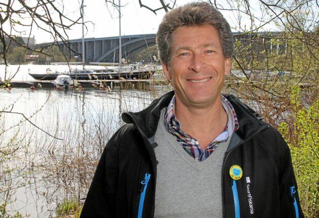 """Anders Karlsson är i dag biträdande generalsekreterare på Sportfiskarna men ledde förbundet när rapporten """"Rikedomar runt rinnande vatten"""" togs fram."""
