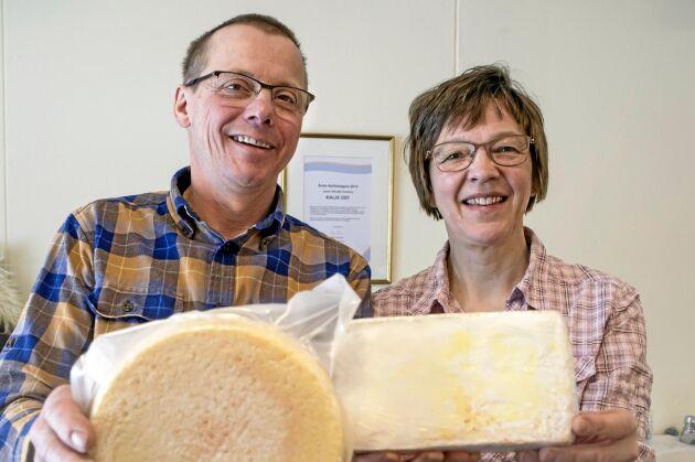 Knut Enström och Jaana Alamäki Enström driver Kalix Ost med närmare tiotalet olika produkter, främst getost.