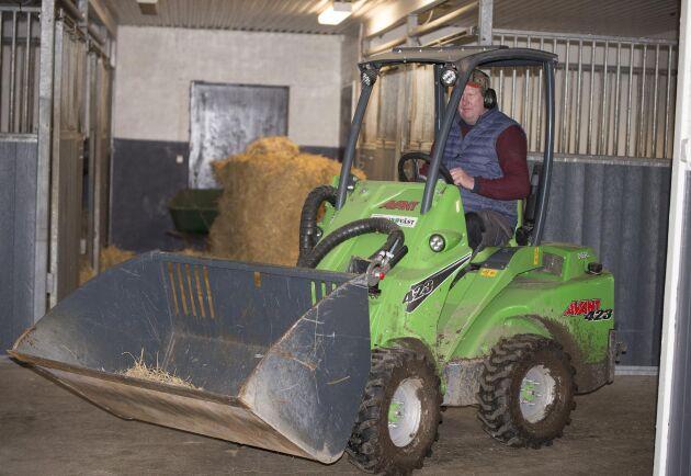 Gårdens Avant används till alla arbeten som inbegriper tunga lyft.