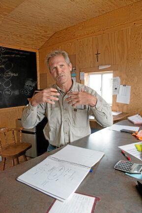 Förlitar sig inte bara på Gud. Mark Linnebur hyllar också hårt arbete och utbildning. Alla bröder som tog över gården efter föräldrarna skaffade sig högskoleutbildning innan de återvände för att tillämpa kunskaperna i jordbruket.