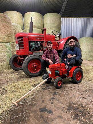 Stolta morbröder som älskar att se lille Walter sitta och brumma nöjt på sin minitraktor.