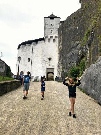 Hohensalzburg, stor och välbevarad borg.
