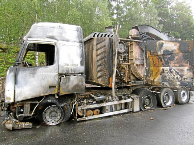 Brandfarligt. Försäkringsbolagen börjar dra öronen åt sig efter den de senaste årens ökning av antalet huggbilsbränder.