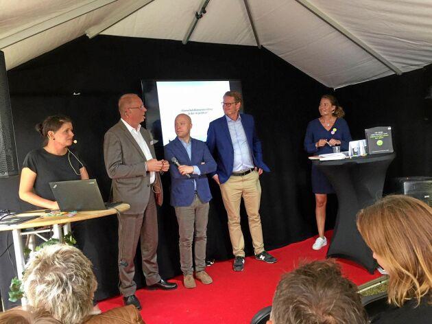 """""""Här finns jag på scen med bland andra Per Schlingmann under Almedalsveckan. Jag tror det var förra sommaren. Almedalen är en bra symbol för svensk demokrati och en viktig arena för oss som sysslar med påverkansarbete""""."""
