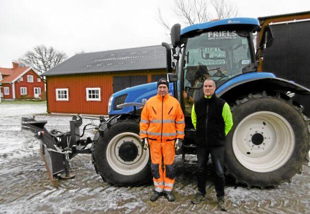 Bröderna Hans och Jens Gustavsson arrenderar 250 hektar av Skara stift.