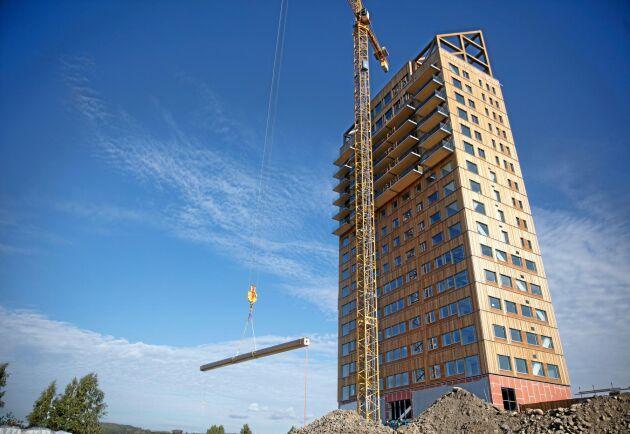 I september lades den sista balken på Mjøstårnet som då mätte 85,4 meter.