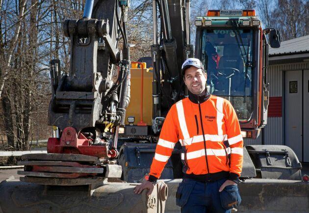 """""""Från början tänkte jag bara jobba med lantbruket men jag tog chanserna och sen rullade det på"""", säger Johan Rosenlund."""