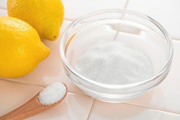 Citronsyra används som surhetsreglerande medel och har en konserverande funktion.
