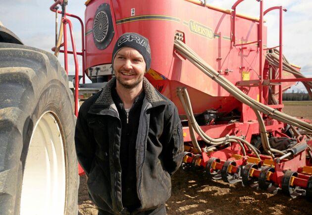 Karl Fernholm på Vigelshus gård, söder om Sala, drabbades hårt av torkan. Nu är hans företag på god väg att återhämta sig.
