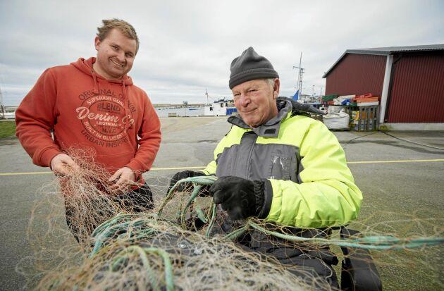 Morfar Jim är bäst på att laga näten, flinkast i fingrarna efter ett halvsekel som fiskare.