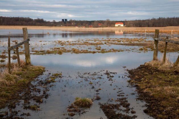 SMHI har utfärdat varningar för besvärligt väder i hela mellersta Sverige.