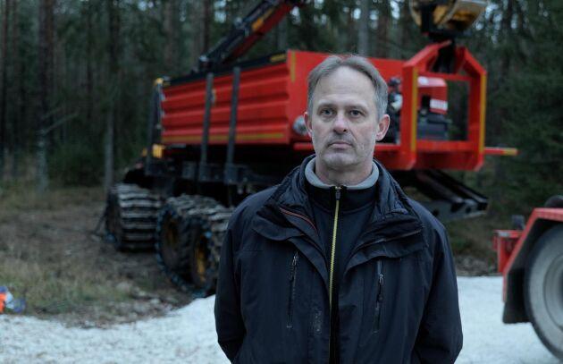 Lantbrukaren Håkan Johansson kom på idén med en lastväxlarramp till skotaren efter bränderna i Sala 2018.