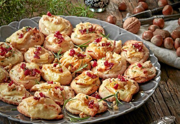 Minipizzorna passar perfekt till glögg och har spännande smak av äpplen och brie.