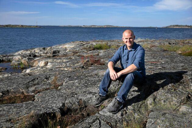 Johannes flyttade till Kökar på Åland och blev egenföretagare.