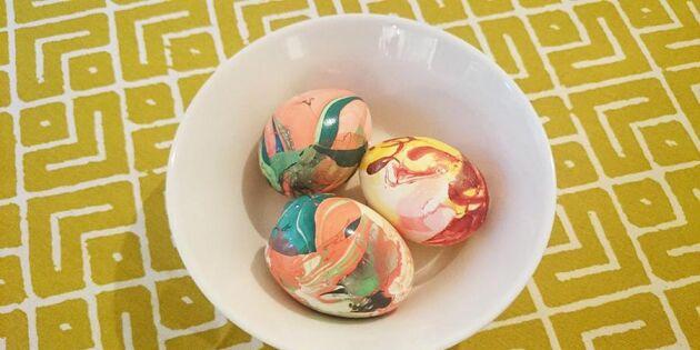Marmorera äggen med nagellack – roligt budgettips!