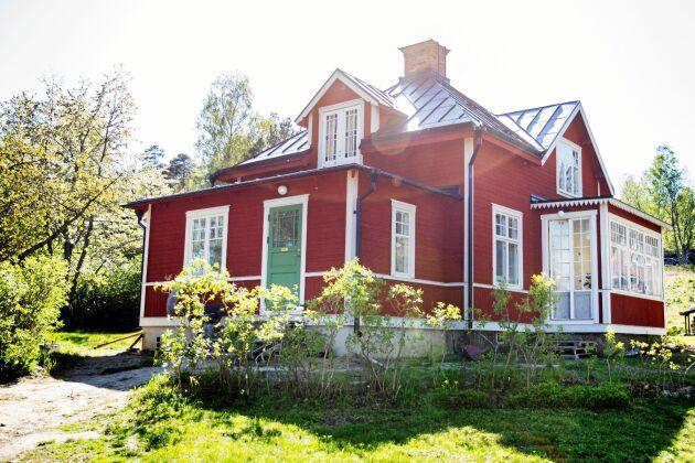 I dag är trähuset från 1912 som en välvårdad dröm, men det var rejält slitet efter att ha stått tomt i över 20 år.
