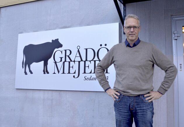 """Staffan Eklöv, mejerichef i Grådö ser positivt på framtiden. """"Vi produktutvecklar för att hänga med, men gör det försiktigt"""" säger han."""