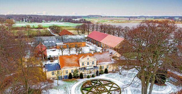 Den totala marken ligger på cirka 7,6 hektar.