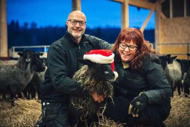 Kristian och Jeanette Carlsson, som driver Öströö Fårfarm, är glada över priset. – Det betyder väldigt mycket, särskilt eftersom vi har hållit på i många år. Det känns som ett kvitto på att vi har gjort rätt, säger Jeanette Carlsson.