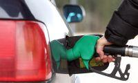 Bensinpriset sänks - nu lägre än dieseln