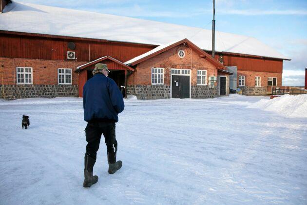 Nibble gård norr om Västerås har integrerad produktion och föder upp drygt 5 000 slaktgrisar per år. Gårdskött under eget varumärke säljs i ett 20-tal butiker i Sverige. I mars 2019 firar Nibbles gårdsgriskoncept 20-årsjubileum.