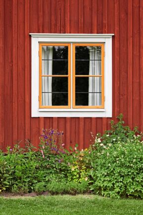 Se över husets skal, från taknocken till fasadens droppnäsa.