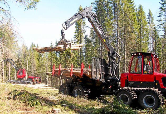 Vallsta Skogsmaskiner söker sex nya förare och servicetekniker. Företaget har många Komatsu i sin maskinpark men bilden är inte från Vallsta.