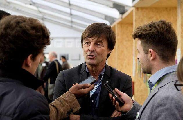 Frankrikes miljöminister Nicolas Hulot meddelade att han lämnar sitt uppdrag i en direktsänd radiointervju.