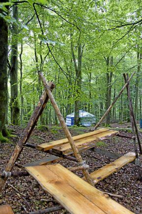 Tanken hos Nyrups Naturhotell är att alla spår av människor ska kunna tas bort från skogen utan att det sedan syns att någon varit där.
