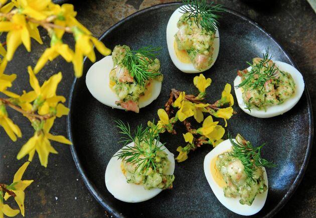 Fyllda ägghalvor hör påsken till.