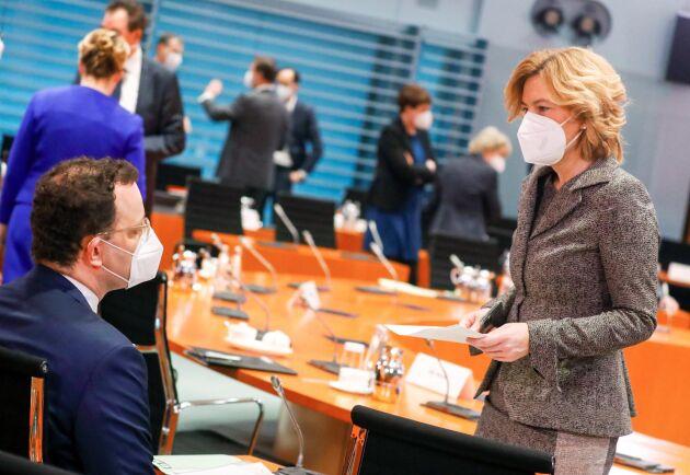 Hälsominister Jens Spahn (CDU) och jordbruksminister Julia Klöckner (CDU) under onsdagens regeringssammanträde i Berlin.