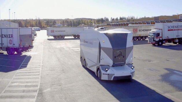 Einrides T-Pod rullar nu på DB Schenkers terminal i Jönköping. Bolaget vill ha Transportstyrelsen tillstånd att köra bilarna på allmän väg.
