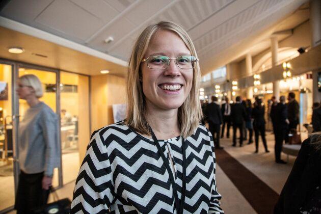 – Vi är överens om konkurrenskraftiga villkor i målformuleringarna men regeringen agerar inte på det området när det gäller skatter och avgifter, säger Kristina Yngwe, C.