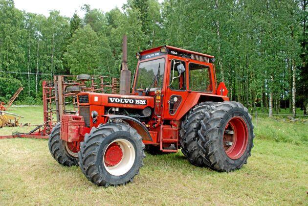 Volvo BM 2654. Med ett reservationspris på 125000 kronor gick det inte att sälja denna traktor som var en av de sista från fabriken i Eskilstuna.