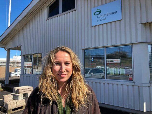 Elisabeth Hidén Kjellander, ordförande för LRF Ungdomen, medverkar i Lantbrukspodden. Inspelningen gjordes på hennes arbetsplats Lantmännen Lantbruk i Skövde.