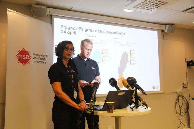 Anneli Bergholm Söder, chef för den operativa avdelningen på MSB och MSBs insatschef, Jakob Wernerman, på dagens presskonferens.