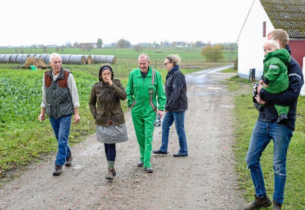 Lantbrukarna Per Logård, Sandra Lindström, Gert Jönsson, Eva-Karin Logård, och Oskar Lindström är upprörda över Scandivanadiums planer på en gruva på Österlen.