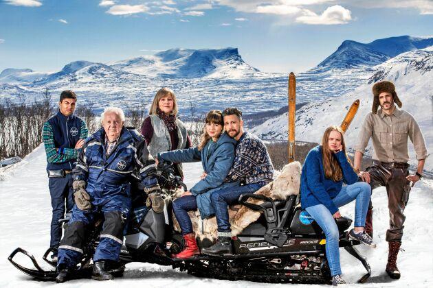 De medverkande i SVT:s Andra åket från vänster: William Spetz, Bert-Åke Varg, Lena T Hansson, Sanna Sundqvist, Jakob Setterberg och Mattias Fransson.