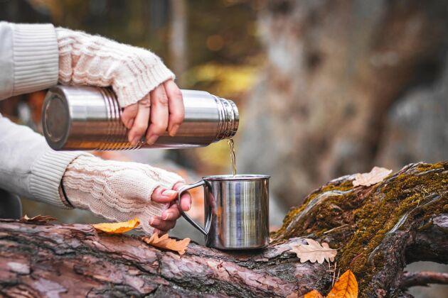 Gott? Inte självklart. Att ha te eller choklad i en väl använd kaffetermos kan ge en högst tveksam bismak till drycken. Så här rengör du termosen!