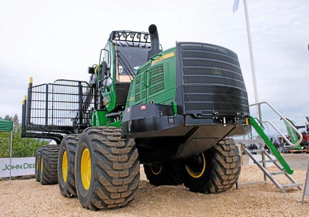 John Deere är marknadsledande på stora skogsmaskiner. De fanns givetvis på plats på årets Skogsnolia.
