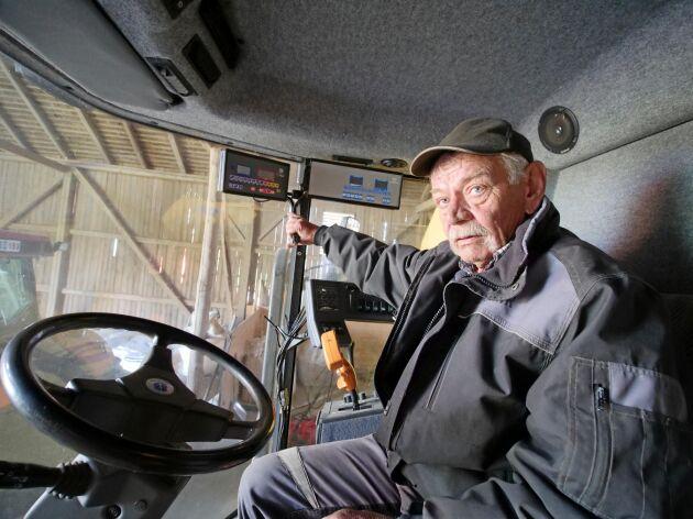 """Lars-Ove """"Kicken"""" Carlsson blev i april 2019 bestulen på GPS-utrustning i två av sina traktorer. Tjuvarna tog även en inbyggd monitor i tröskan."""