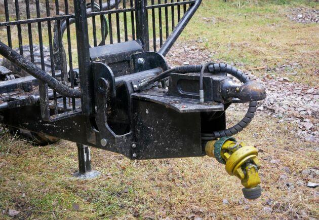 Vagnen har både kraftuttagsöverföring och broms.